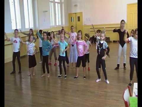 Cours des plus jeune de l'école SL danse Moderne Afro-soukouss