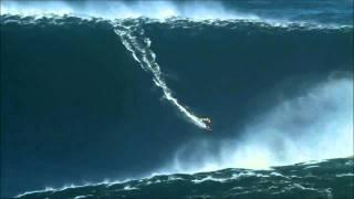 Onda Gigante na Nazaré. Surfer rides wave for World Record! (video completo)