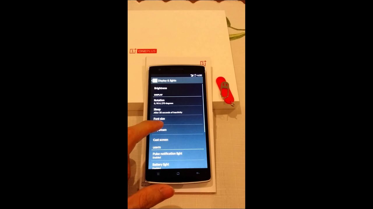 International version OnePlus One - boot up, layout & yellow tint