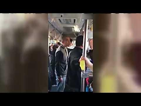 +男子公交车上耍流氓 被周围乘客群殴 国语流畅