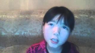 Девочка поёт песню Айкарли