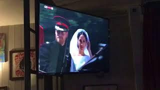Королевская свадьба из лондонского бара