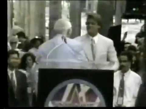 Luis Miguel recibe la Estrella en el paseo de la Fama