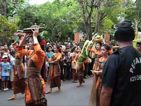 Balinese Dress.mp4