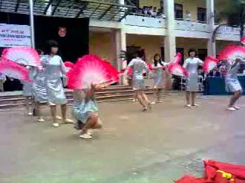lớp 12a9 thpt Nguyễn Văn Cừ Múa bài như ý cát tường