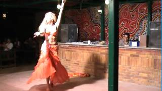 Mayyadah from Germany in Egypt 2004 performing to Amar el Leily Part 1