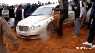 Bentley Continental Flying Spur в арабских песках