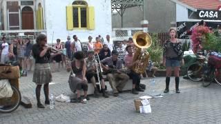 Tuba Skiny and his Tiny men (