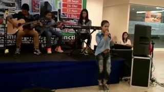 bella perform 3 gaming and music talkshow bg junction surabaya 07 desember 2014