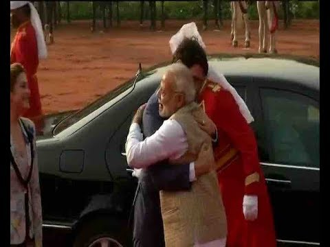 PM Modi hugs and welcomes Canadian PM Justin Trudeau at Rashtrapati Bhawan