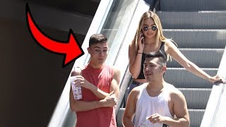 awkward-phone-calls-on-the-escalator-8