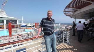 Größter Mann Deutschlands entdeckt größtes Kreuzfahrtschiff im MIttelmeer