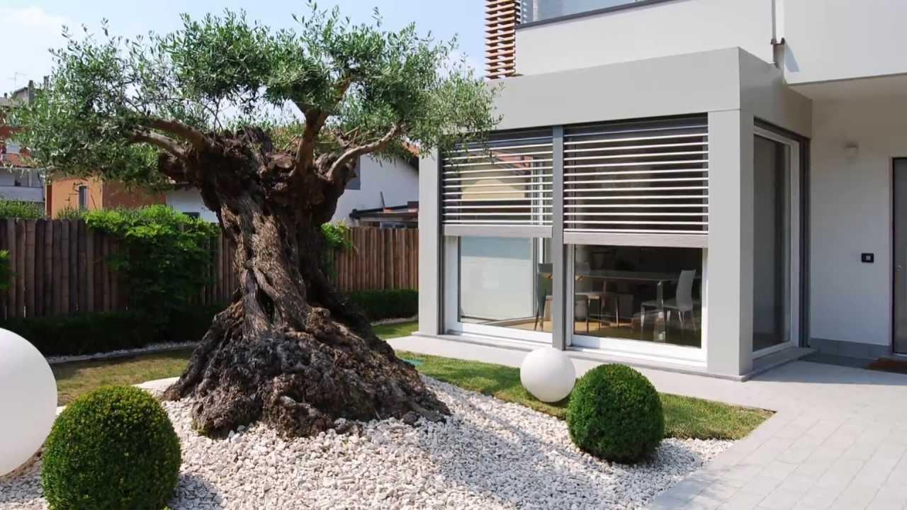 Villa in vendita lomagna youtube for Giardini ville moderne