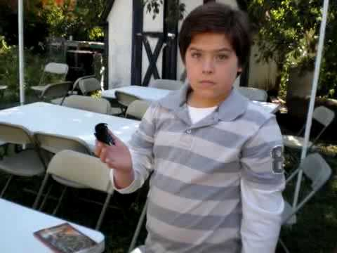 Dylan & Cole Sprouse - Behind the Scenes of Kings of Appletown Part 2