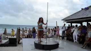 Красивое выступление девушки на шесте!(Потрясающее выступление, искусство владеть телом завораживает. Marion Crampe Palm Beach Pole Dance Show., 2013-04-28T06:50:15.000Z)