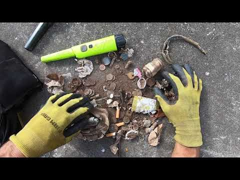 Separating targets under the ground. Emptying my bag after 2 hours with lots of coins.