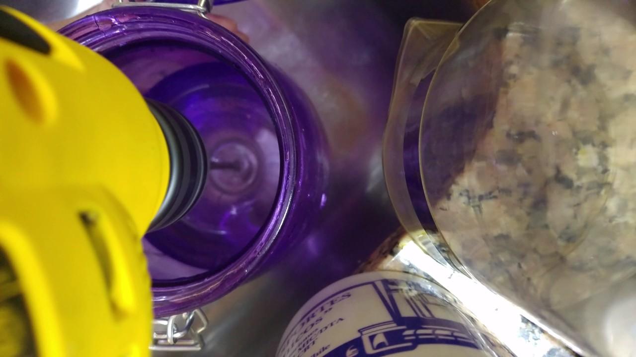 Video con filtro/espumador de cafetera china a embolo