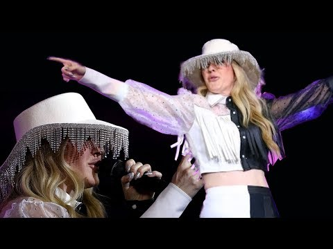 Ellie Goulding's Hat Gets Mocked During Dallas Cowboys Halftime Performance:It's A 'Lamp Shade'