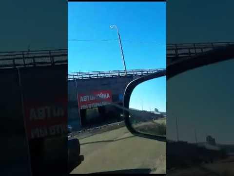 В Улан-Удэ грузовик застрял на автомойке