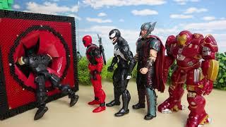 スパイダーマン マーベルアベンジャーズが赤いスポスポボックスに入っていくよ 煙突ホール発見