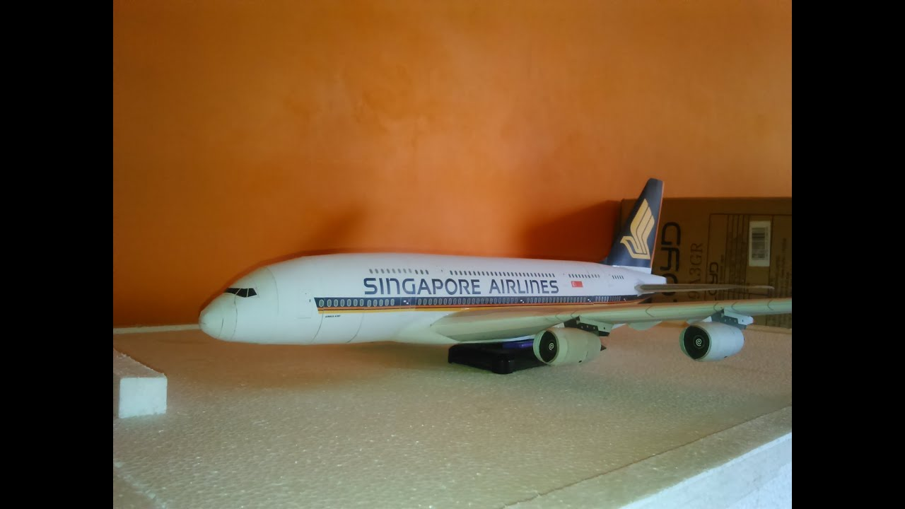 Papercraft Airbus A380 Singapore Airlines paper model 1:144