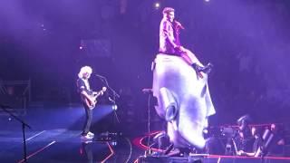 """Queen & Adam Lambert perform """"Killer Queen"""" in Boston, 07/25/17"""