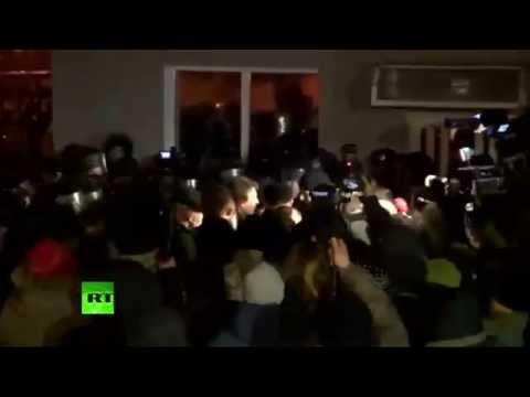 La prise d'assaut de l'administration présidentielle à Kiev en images