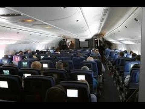 Interieur de l 39 avion boeing 777 200 american airlines for Avion jetairfly interieur