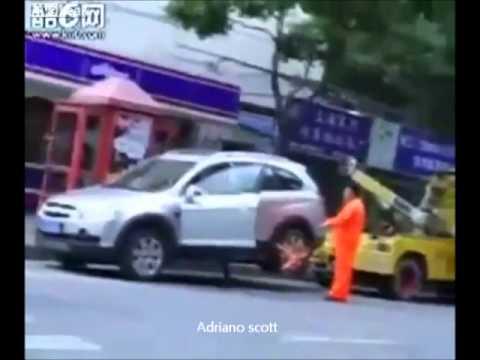 Mulher de TPM !  Cuidado!        arrastando caminhão de reboque.wmv