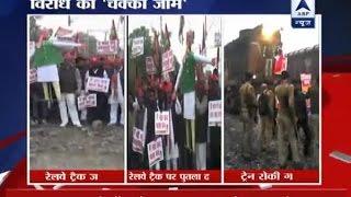 Demonetisation protests: Watch agitators go for road blockades