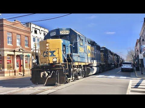 Street Running \u0026 Railroad Switching, Run Around Sue Local Freight Coming \u0026 Going, La Grange Kentucky