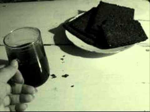 czarny chleb i czarna kawa
