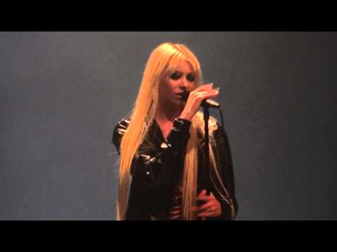 Pretty Reckless Hit Me Like a Man Live Montreal 2012 HD 1080P