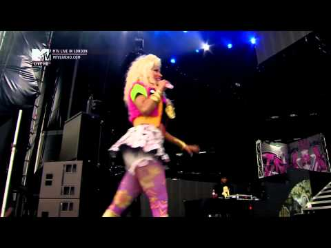 Nicki Minaj - Beez In The Trap (Live At Wireless Festival) [HD 1080p]
