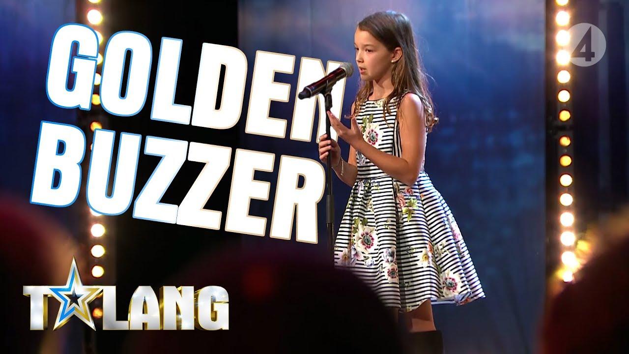 10-åriga Eva rör juryn till tårar med sin magiska sångröst