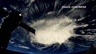 לקראת סופה הוריקן ליין תורים בסופר קניות הוואי ארה