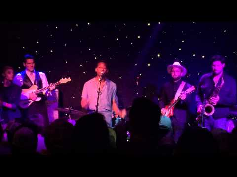 Leon Bridges - Twistin' and Groovin' - @ Newport Blues Cafe