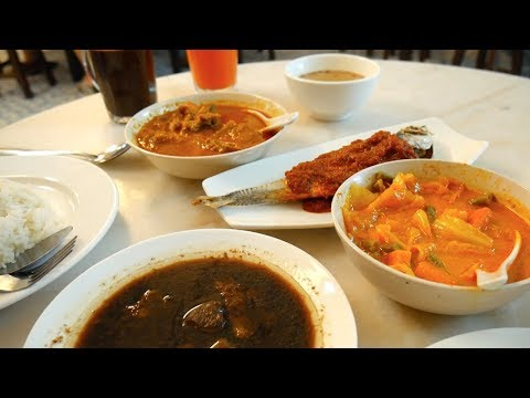 Delicious MELAKA NYONYA FOOD + NYONYA KUIH | Food and Travel