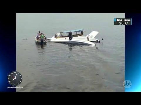 Queda de avião do Greenpeace deixa um morto e quatro feridos | SBT Brasil 17/10/17