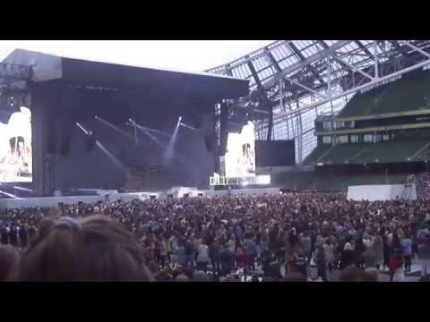 Rihanna - Love The Way You Lie / WOO - Anti World Tour - Live Dublin