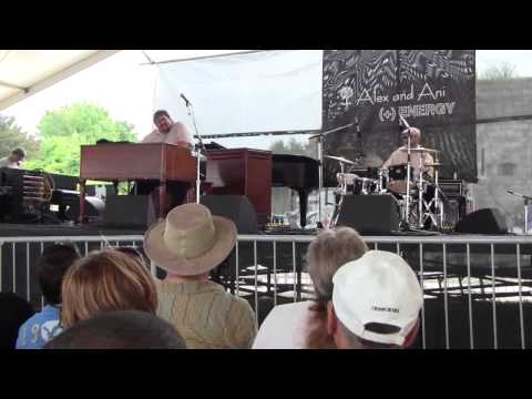 Newport Jazz Fest 2011: Joey DeFrancesco Trio [#1] - Donny's Tune (updated)