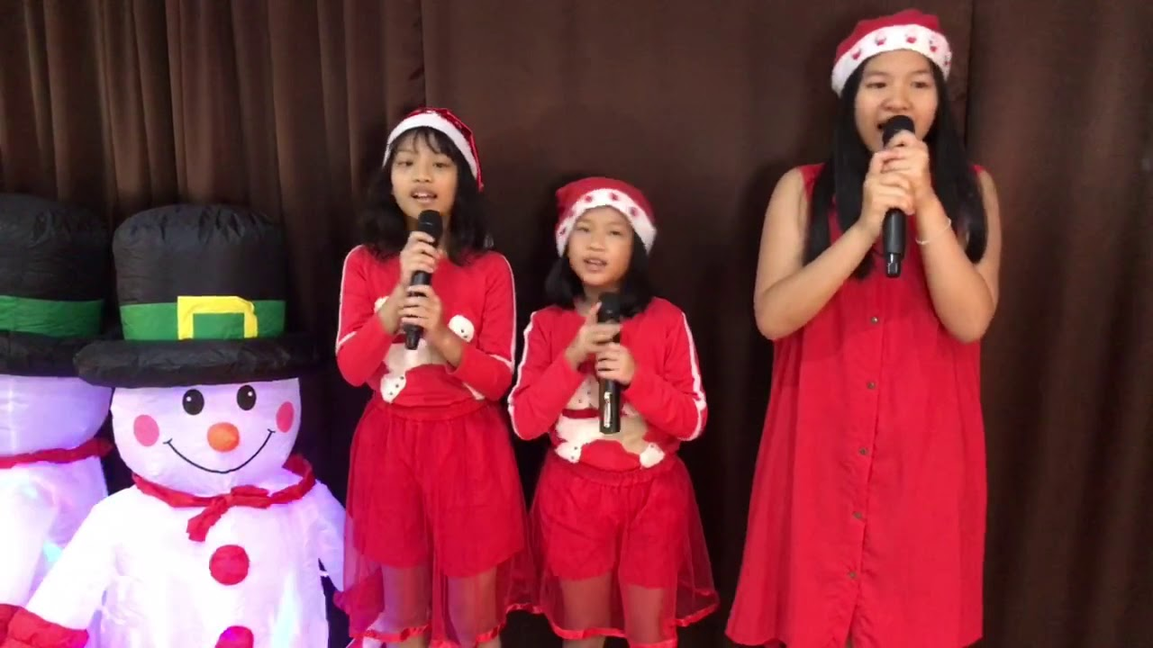 Deck the Halls Love to Sing Cover by  น้องดีไซด์ อายุ 13ปี