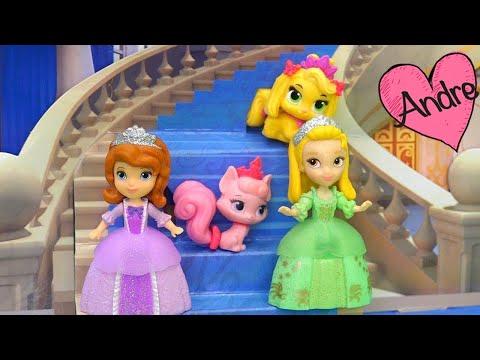 Princesita Sofia hace una casita para Palace Pets | Muñecas y juguetes con Andre para niñas y niños