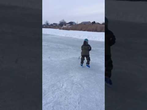 Маленький хоккеист !