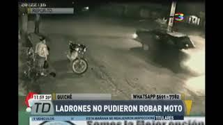 Ladrones no pudieron robar moto