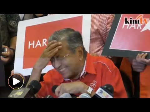 Mahathir accidentally names Mat Sabu as Umno president