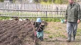 Лебедка сельскохозяйственная своими руками(Лебедка сельскохозяйственная своими руками. Посмотреть подробно конструкцию и скачать чертежи можно на..., 2012-12-03T16:44:35.000Z)