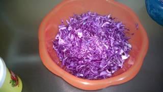 Очень вкусный салат из синей капусты с яйцами