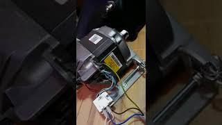 Moteur universel de machine à laver alimenter en 23 volts continu