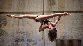 Pole Dance Красивый танец на пилоне(Pole Dance. Красивый танец на пилоне - одно из современных танцевальных направлений.Эффективность танца на пило..., 2015-07-19T17:21:24.000Z)